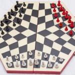 Lo stato iniziale degli scacchi a tre