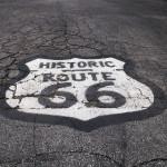 """L'emblema """"Historic Route 66"""" come si può trovare in alcuni tratti di strada"""