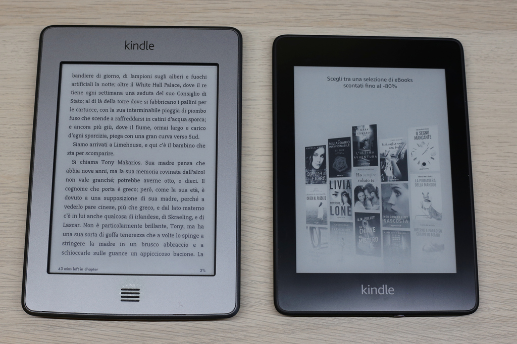 Kindle Touch e Paperwhite di fronte